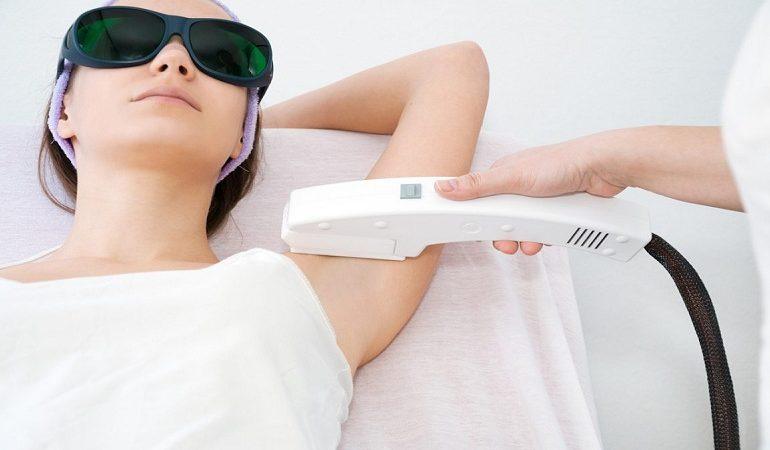 چطور می توانم حین مراجعه برای لیزر موهای زائد در مقابل کوروناویروس از خودم محافظت کنم؟
